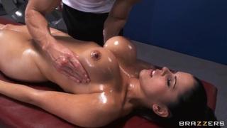 Diamond Kitty enjoys superb massage made by Johnny Sins Thumbnail