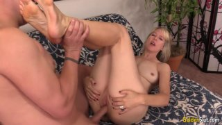 Mature Hoochie Jamie Foster Shows Off Her Body to a Guy Before He Fucks Her Thumbnail